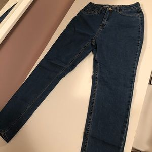 Jeans - MOM jeans size 9, never worn! Runs small